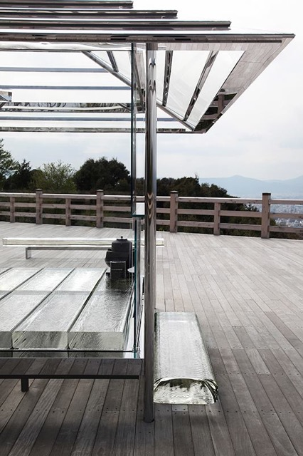 京都の新名所、パノラマの大舞台とガラスの茶室のコラボが感動的!