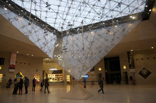 パリルーブル美術館のピラミッドの秘密