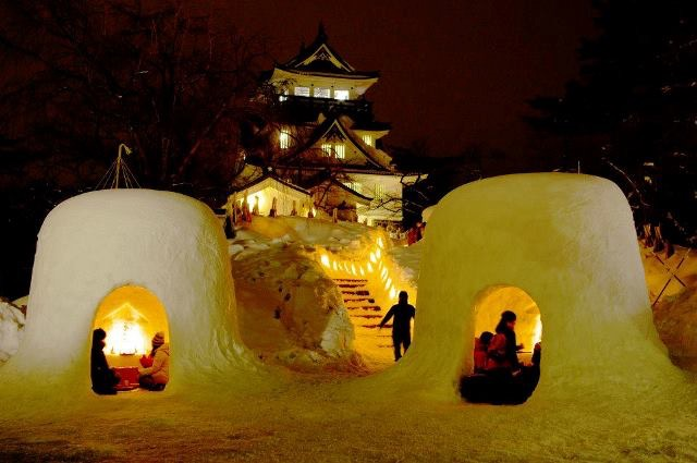 無数のかまくらが星のように輝く、雪国の美しすぎるお祭り「横手の雪まつり」