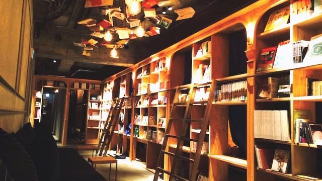 今話題の「泊まれる本屋さん」に泊まってみた。読書のために宿泊する時代へ