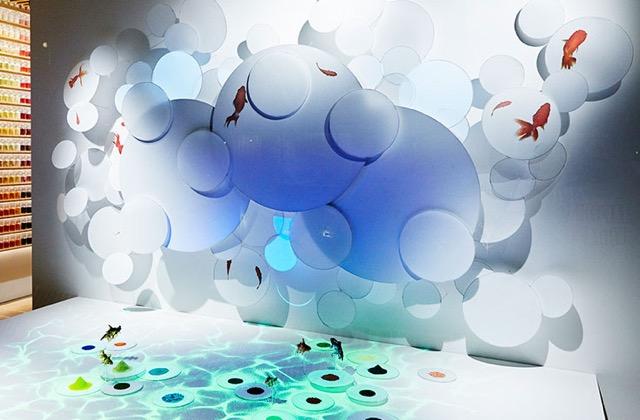 色が持つ不思議な世界が溢れる4200色の画材ラボ