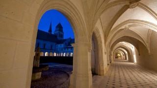 崇高な気持ちになる、世界の美しい教会に泊まる旅