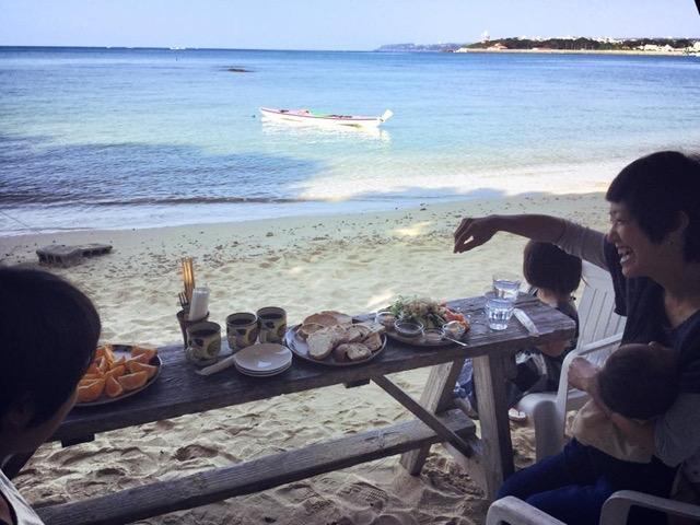 海を眺めながらのんびりできる沖縄の絶景「海カフェ」