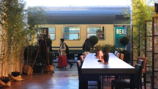 イタリア・フィレンツェ駅、旅を見送るカフェBAR