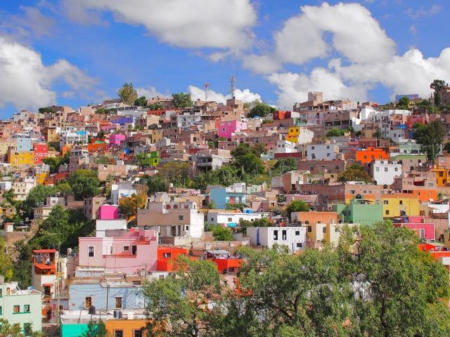 見ているだけで心躍る!世界のカラフルな絶景の街7選