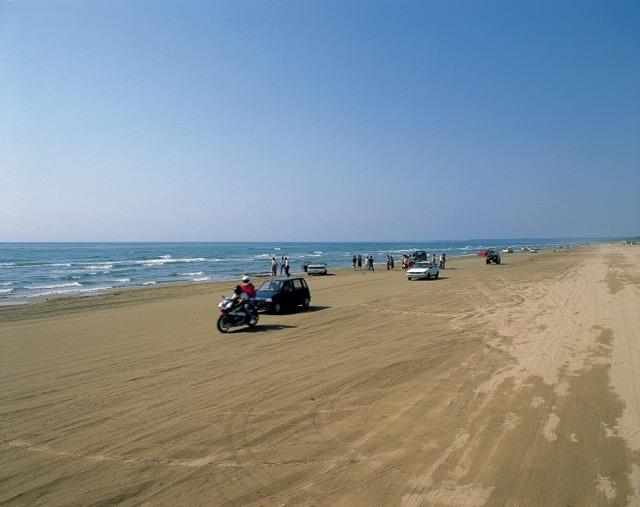 砂浜の道路や30kmも続く絶壁!日本屈指のドライブコース能登半島とは