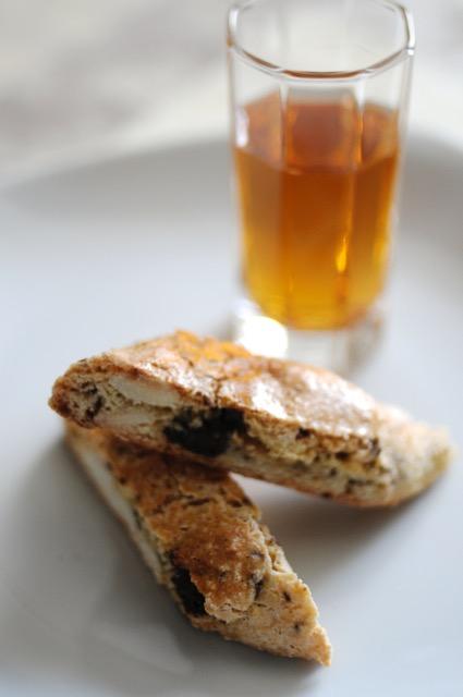 バター不使用!ベースの生地はたった3つの素材!混ぜて焼くだけの超簡単レシピ、イタリアのクッキー「ビスコッティ」