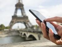 海外旅行中にスマホ使いの方必見!充電を便利にするお役立ちアイテム