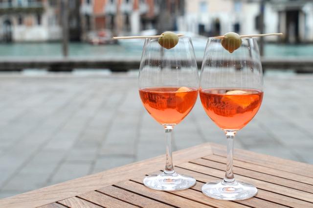アペリティーボって何?イタリアの魅惑的なアペリティーボの習慣を楽しもう!
