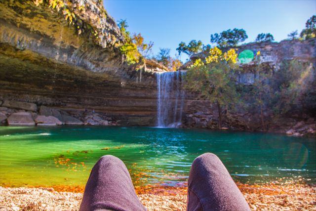 【爽快!心にマイナスイオン】水飛沫をあげるアメリカの美しい滝