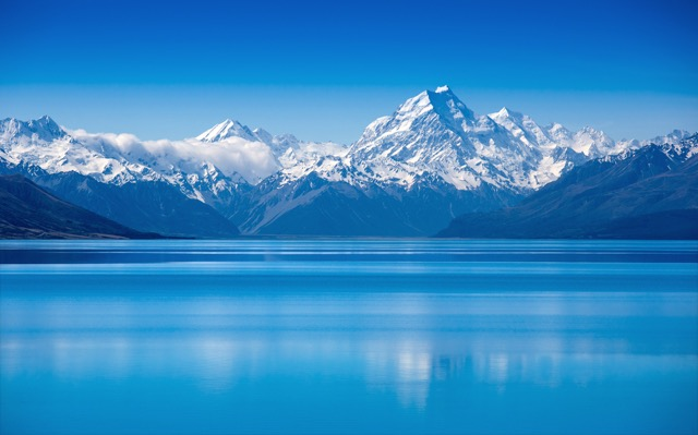 ピュアなブルー。世界の美しすぎる水辺スポット10選