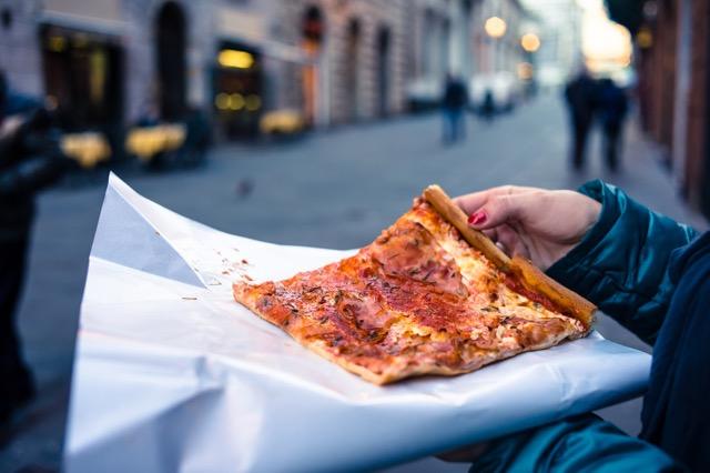 旅行太りを回避! 旅先で太らない食べ方とは?