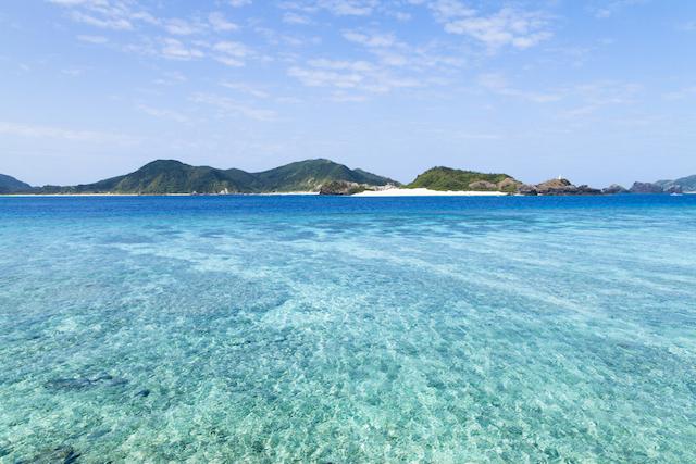 沖縄・那覇からフェリーで1時間半以内!絶景を望めるおすすめ離島5選