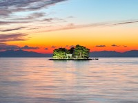 【夏旅で人気急上昇No.1のエリア】は縁結びで有名なあの県