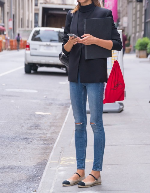 ニューヨーカーに学ぶ!大人のダメージデニムの着こなし方