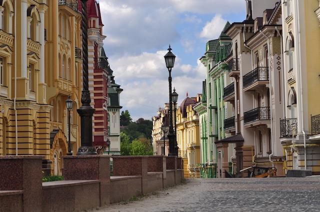 景色と共に楽しむ、ウクライナのアーティスト集団が創り出すおとぎ話の世界