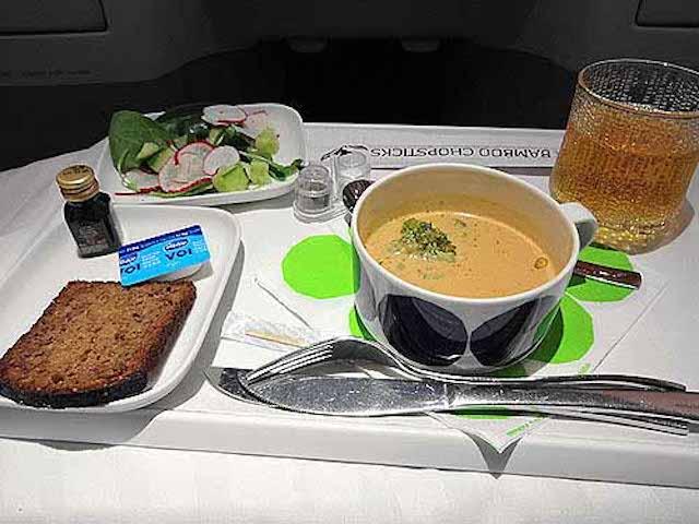 ビジネスクラスの機内食レポ!フィンランド航空「ヘルシンキ~成田」