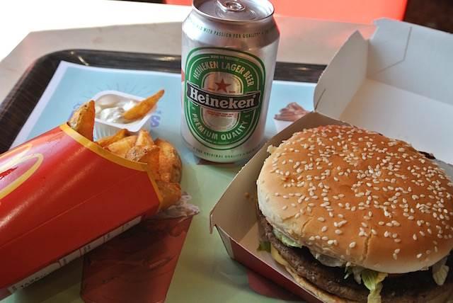 日本のマクドナルドとココが違う! ビールが飲める「フランス編」