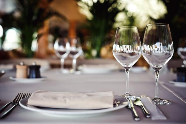 旅のマナーに関する連載クイズ【1】レストラン編・ナプキンはいつ開く?