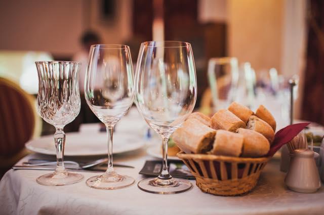旅のマナーに関する連載クイズ【2】コース料理編・パンって食べ放題?
