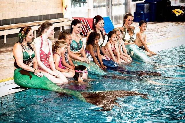変身願望をかなえてくれる?人魚になれるオランダのスイミングスクール