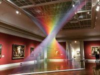 天国に届きそう?色を重ねて作られた人工の虹