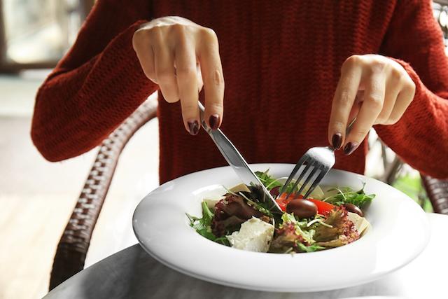 この写真、何がいけないかわかりますか?ナイフとフォークのマナー違反まとめ