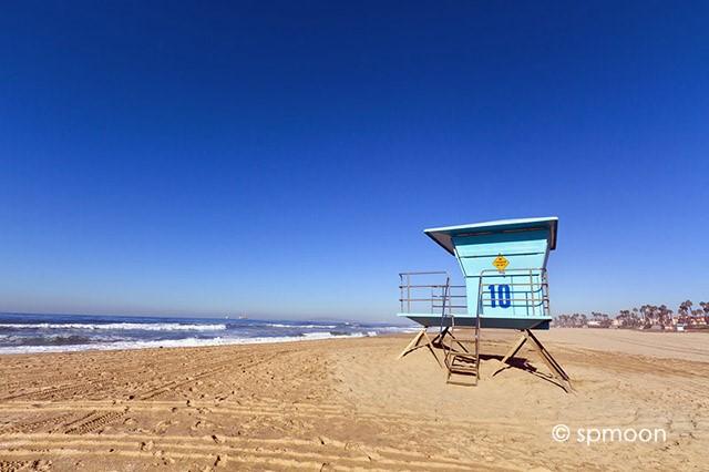 のんびり過ごす休日。カリフォルニア州ハンティントンビーチ。
