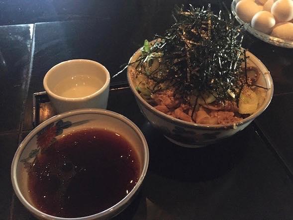 【虎ノ門】まるでBARのようなお洒落な立ち食いそば。ガッツリ系肉そば「港屋」