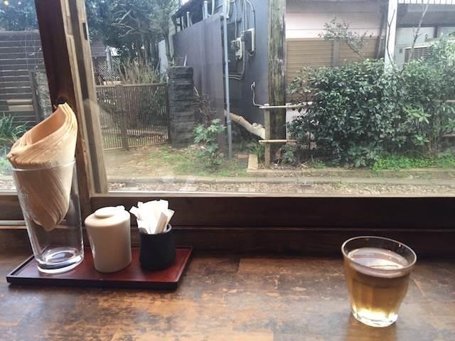 江ノ電を眺めながら絶品の干物定食! 居心地のよさ抜群の「ヨリドコロ」