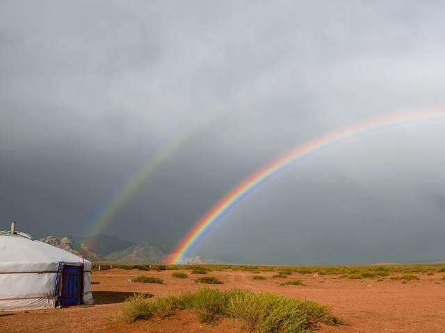 モンゴルの大平原、グランピングで楽しむ短い夏の遊牧民の生活!