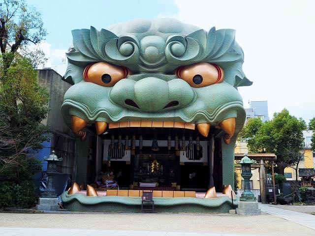 ナニコレ!?巨大な獅子が大口を開ける神社、大阪・難波八阪神社が外国人に人気
