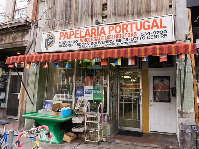 移民都市トロントで、ポルトガル人街を歩こう!