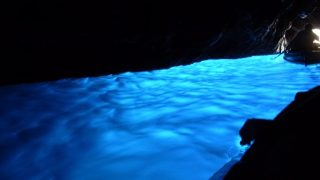 一生に一度!イタリア・カプリ島「青の洞窟」