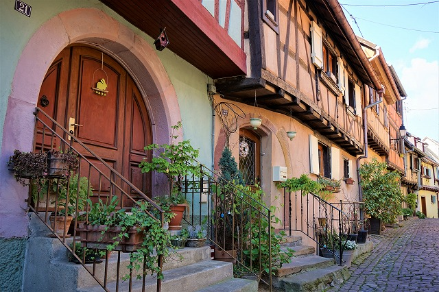 コウノトリが舞うフランスの最も美しい村、エギスハイムはまるで絵本の世界
