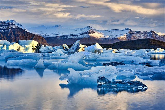 【アイスランド】心が洗練されそうな青の景色! 神秘的なヨークルサルロン氷河湖