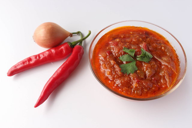 【簡単バリ料理】シェフ直伝! おいしいと評判の「サンバル・トマト」を作ってみよう