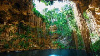 【メキシコ】異次元への入り口 透明な青い水を湛えるセノーテ