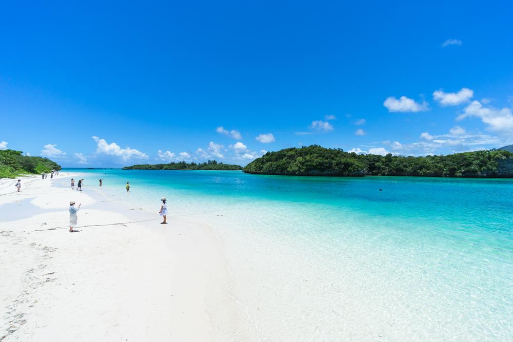 夏本番の沖縄で、光り輝く名護湾を満喫できるサマーバケーション