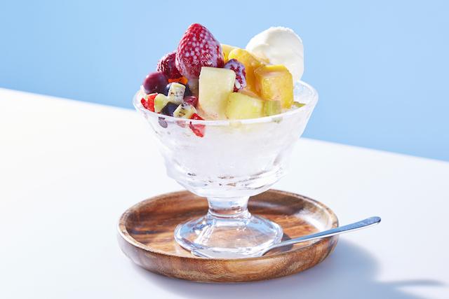 かき氷に好きな果実酒をかけて楽しむ「ほろ酔いフルーツかき氷」が登場!