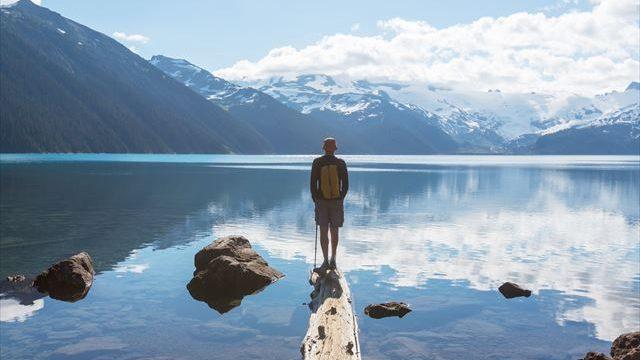 若い頃に一人旅を経験した人ほど年収が高い!?
