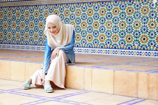 安全のため、イスラムの国やインドを旅する女性が気をつけるべき4つの服装のポイント