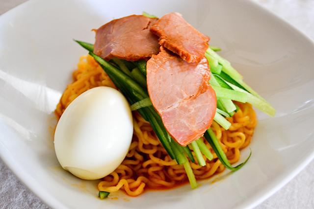 【簡単レシピ】「辛ラーメン」でビビン麺風冷やし麺を作ろう!