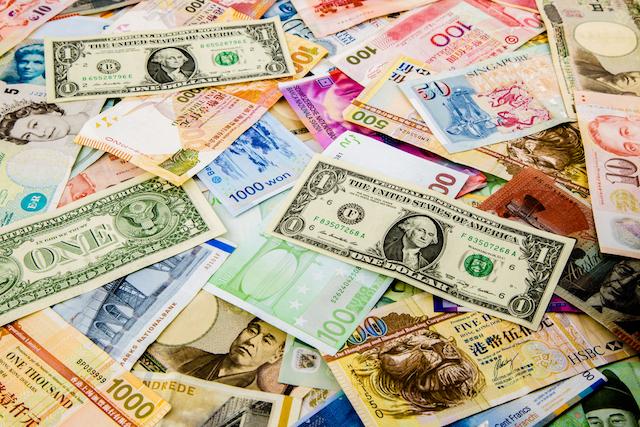 渡航先の通貨別、日本円をおトクに両替えするには?