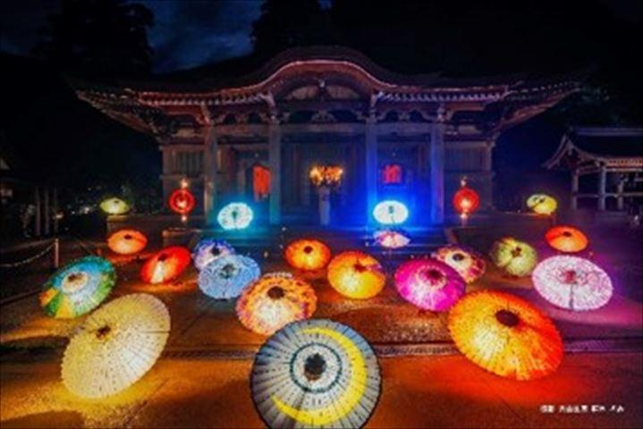 伝統工芸の和傘約100本がライトアップ!フォトジェニックな大山の夏祭り