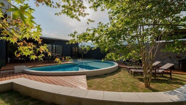 フォトジェニック!プライベートプールと天然温泉露天風呂のあるグランピング