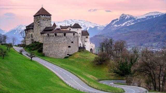 【世界の小さな美しい国】富豪王族が君主、小さく豊かな国リヒテンシュタイン