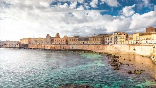 画像1点無 シチリアらしいのんびりした雰囲気が心地よい、小さな港町「シラクーサ」