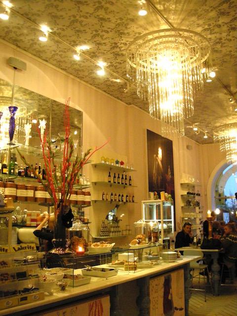 食器は全てロイヤルコペンハーゲン!ケーキも美味しい「Royal Smushi Cafe」