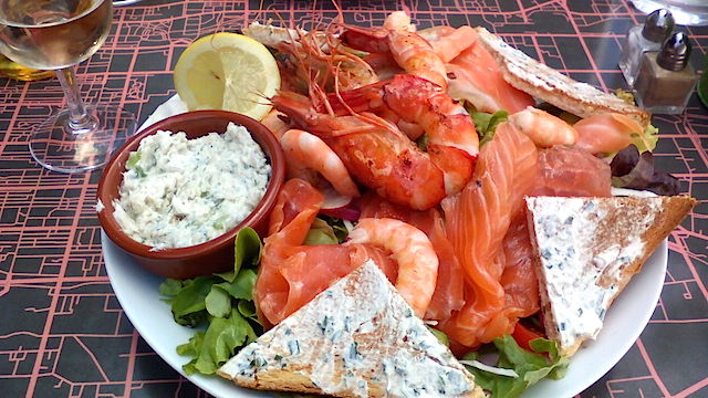 【フランス】一皿でお腹いっぱい! 手軽に作れるお食事サラダ